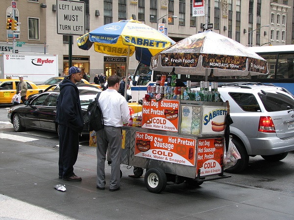 Street Food in New York. Street food vendor in New York City, at the Time-Life Building (50th at 6th Ave). Photo by Hu Totya / CC BY-SA 3.0